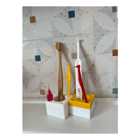 Stojánek na zubní a mezizubní kartáčky – žlutý