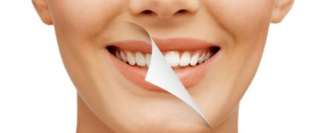 Vybělte si zuby v pohodlí domova pomocí bělicích pásků
