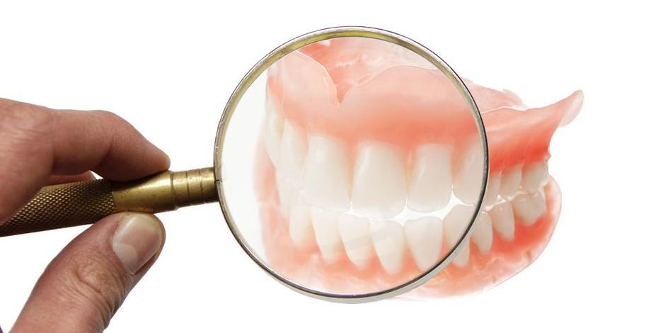 Co Vás zajímá o zubních náhradách, můstcích a implantátech